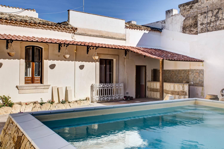 Morfeo-21__villa_con_piscina_giardino_centro_Beb_B&B_Avola_bed_and_breakfast_BB_casa_vacanze_avola_noto_siracusa_sicilia_marzamemi_spiaggia
