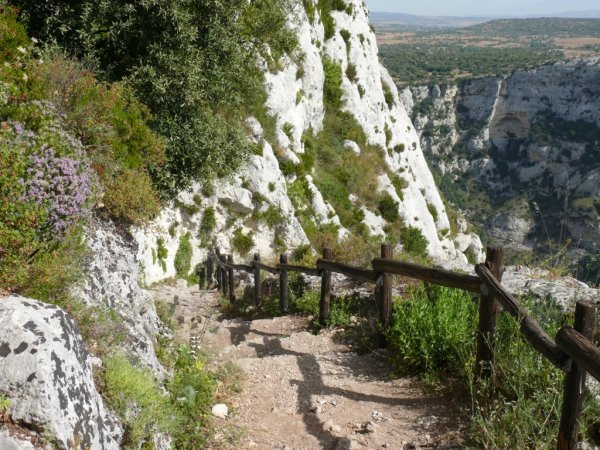 2675272-Path-to-Cava-Grande-del-Cassibile-near-Siracusa-1