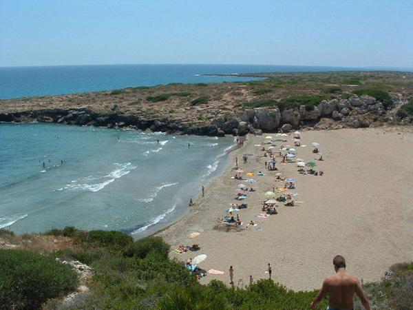 La Spiaggia di Calamosche si trova tra i resti archeologici di Eloro e l'oasi faunistica di Vendicari.