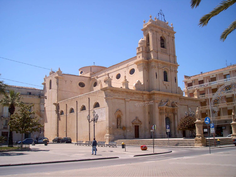 Avola: città del Nero D'Avola, della mandorla e dei limoni
