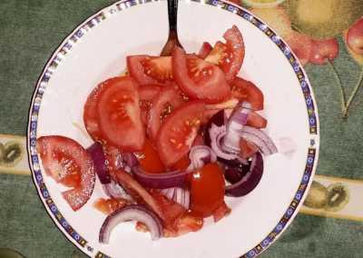 Insalata_pomodoro_e_cipolla_Esperienze_culinarie_degustazioni_eno_gastronomia_avola_noto_b&b_Avola_43